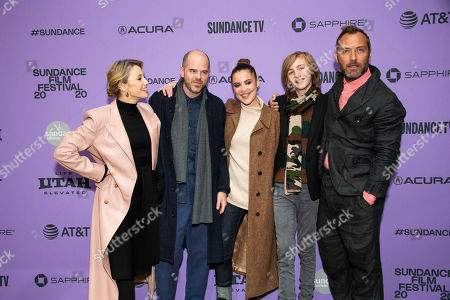 "Carrie Coon, Sean Durkin, Oona Roche, Charlie Shotwell, Jude Law. From left, actress Carrie Coon, director Sean Durkin, actors Oona Roche, Charlie Shotwell and Jude Law attend the premiere of ""The Nest"" at the Eccles Theatre during the 2020 Sundance Film Festival, in Park City, Utah"