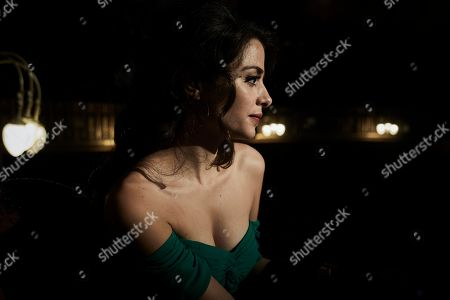 Stephanie Leonidas as Violetta.