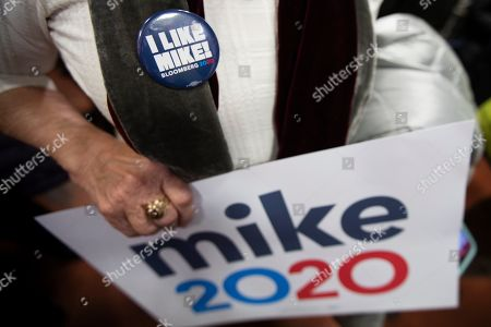 "A supporter of Democratic presidential candidate former New York City Mayor Michael Bloomberg wears an ""I Like Mike"" button during a campaign event, in Burlington, Vt"