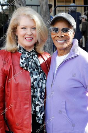 Mary Hart and Dionne Warwick