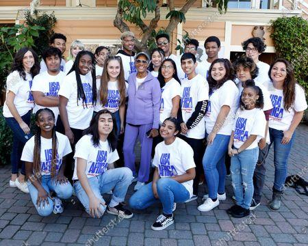 Dionne Warwick and Hollywood High School Choir