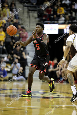 Georgia's Anthony Edwards passes during the first half of an NCAA college basketball game against Missouri, in Columbia, Mo