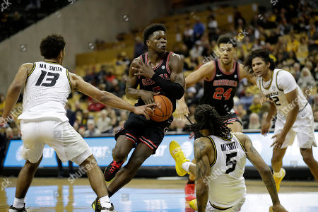 Georgia's Anthony Edwards (5) heads to the basket as Missouri's Mark Smith (13) defends during the first half of an NCAA college basketball game, in Columbia, Mo