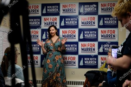 Stock Picture of Ashley Judd campaigns for Elizabeth Warren