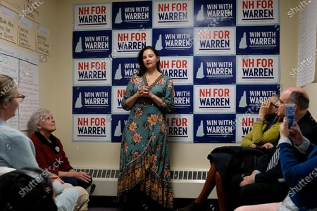 Ashley Judd campaigns for Elizabeth Warren
