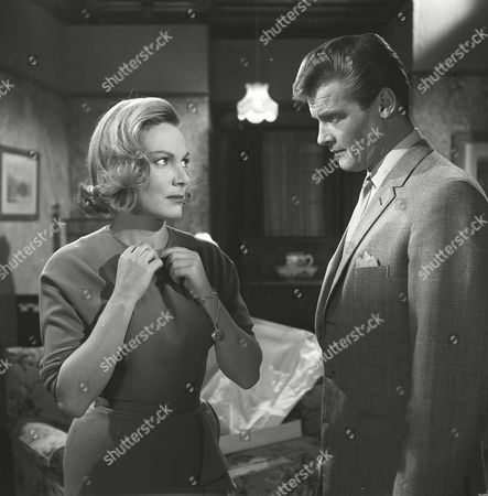 Stock Image of 'The Saint' TV - 1962 - The Man Who Was Lucky - Delphi Lawrence, Roger Moore