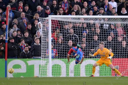 James Tomkins of Crystal Palace and Dean Henderson of Sheffield United in action during the Premier League match between Crystal Palace and Sheffield United at Selhurst Park in London, UK - 1st February 2020