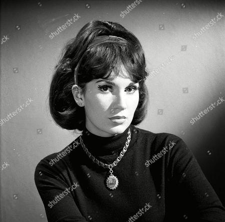'The Saint' TV - 1963 - The King of Beggars - Yvonne Romain