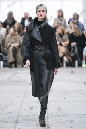 Erin O'Connor on the catwalk