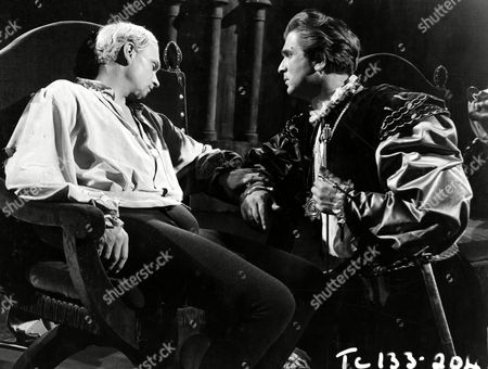 Laurence Olivier and Norman Wooland