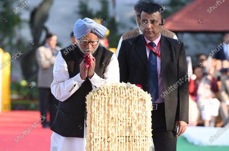 Former Prime Minister Manmohan Singh pays homage to Mahatma Gandhi on his 72nd death anniversary, at Gandhi Smriti.