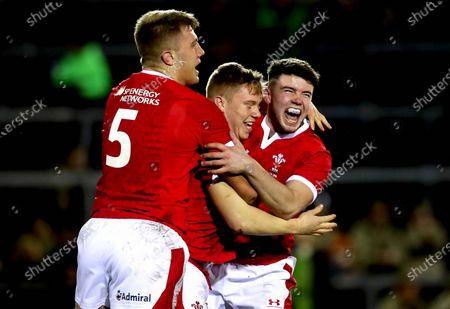 Wales U20 vs Italy U20. Wales' Sam Costelow celebrates scoring the first try of the game with Ben Carter and Osian Knott