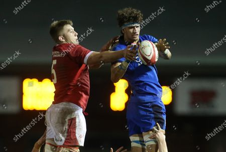 Ben Carter of Wales and Luca Andreani of Italy go for the ball in the line out.