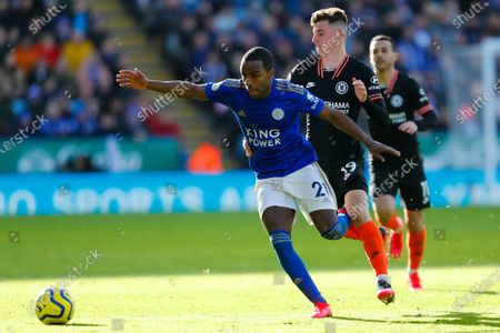 1st February 2020; King Power Stadium, Leicester, Midlands, England; English Premier League Football, Leicester City versus Chelsea; Ricardo Pereira of Leicester City holds off Mason Mount of Chelsea