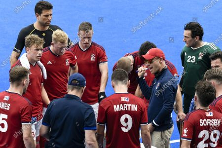 Stock Picture of 2nd February 2020; Sydney Olympic Park, Sydney, New South Wales, Australia; International FIH Field Hockey, Australia versus Great Britain; Danny Kerry coach of Great Britain talks to his team during a break