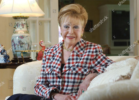 """CLARK. Graph, author Mary Higgins Clark poses in her home in Saddle River, N.J. Clark, the tireless and long-reigning """"Queen of Suspense"""" whose tales of women beating the odds made her one of the world's most popular writers, died, at age 92. Clark's publisher, Simon & Schuster, announced that Clark died in Naples, Fla, of natural causes"""