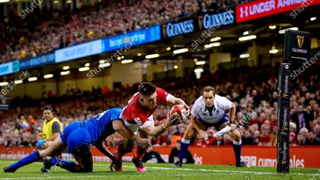 Wales vs Italy. Wales' Josh Adams scores his second try despite Leonardo Sarto of Italy