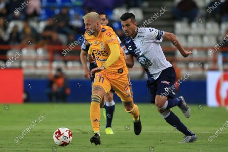 Pachuca midifielder Luis Chavez (R) in action against Tigres forward Nicolas Lopez (L) during day four of the Clausura 2020 Mexican soccer tournament at the Hidalgo Stadium in Pachuca, Mexico, 01 February 2020.