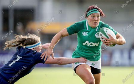 Ireland Women vs Scotland Women. Ireland's Lindsay Peat comes up against Rachel McLachlan of Scotland