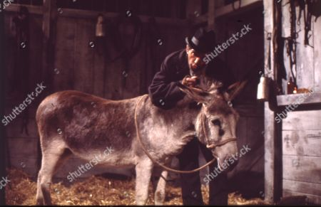 Dirty Dick and Tommy Deakin reopen the viaduct stables for their donkey Dolores. Paddy Joyce (as Tommy Deakin)