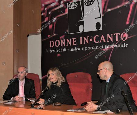 Isabella Ferrari with Raffaele Cucchi Mayor Parabiago and Giorgio Almasio organizer artistic director