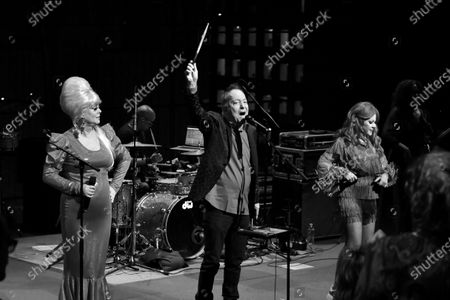 Cindy Wilson, Fred Schneider, and Kate Pierson