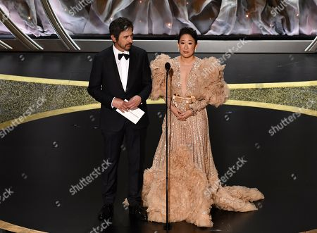 Ray Romano and Sandra Oh