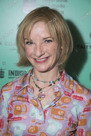 Jane Horrocks (Nell)