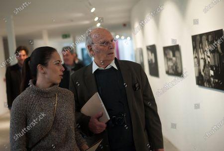 Carlos Saura poses with his daughter Anna Saura