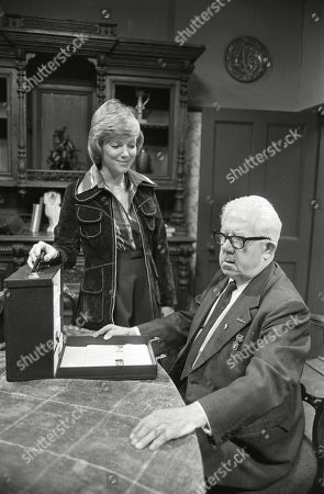 Ep 1774 Monday 16th January 1978 Albert is surprised when his chiropodist is a woman, Sally Robson. With Albert Tatlock, as played by Jack Howarth ; Sally Robson, as played by Suzan Farmer.