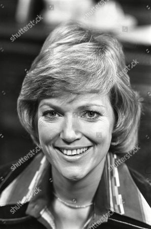 Ep 1774 Monday 16th January 1978 Albert is surprised when his chiropodist is a woman, Sally Robson. With Sally Robson, as played by Suzan Farmer.