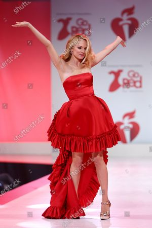 Heather Graham on the catwalk
