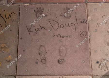 Fans gather at Kirk Douglas' star on the Hollywood Walk of Fame on the evening of the announcement of his death.