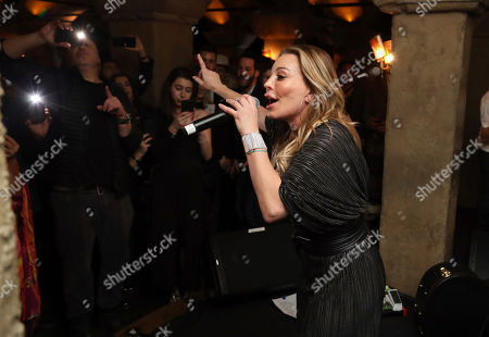 "Taylor Dayne performs live on stage at the ""LA Loves OZ"" Charity Event at the Roosevelt Hotel, in Los Angeles"