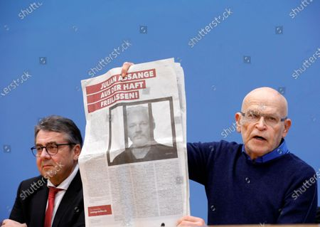 German journalist Guenter Wallraff (R) shows a paper clipping next to the former leader of the Social Democratic Party (SPD), Sigmar Gabriel, during a press conference calling for the release of activist Julian Assange, in Berlin, Germany, 06 February 2020. Politicians of various parties have started an initiative to demand the release of the Wikileaks founder from his extradition custody in the United Kingdom. The hearing about his delivery to the United States will take place this month.