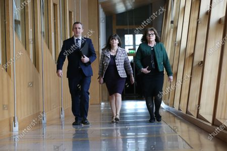 Scottish Parliament First Minister's Questions - Michael Matheson, Cabinet Secretary for Transport, Infrastructure and Connectivity, Clare Haughey, Minister for Mental Health, and Jeane Freeman, Cabinet Secretary for Health and Sport, make their way to the Debating Chamber.stockfényképe