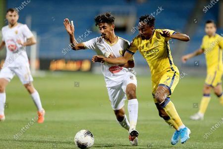 Al-Nassr's Ahmed Musa (R) in action against Al-Fateh's Nawaf Boushail (L) during the Saudi Professional League soccer match between Al-Nassr and Al-Fateh at Prince Faisal bin Fahd Stadium, Riyadh, Saudi Arabia, 06 February 2020.