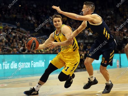 Alba Berlin's Makai Mason (L) and Real Madrid's Jaycee Carroll in action during the Euroleague basketball match between Alba Berlin vs Real Madrid at the Mercedes Benz Arena in Berlin, Germany, 06 February 2020.