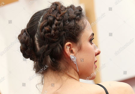 Sarah Margaret Qualley, hair detail