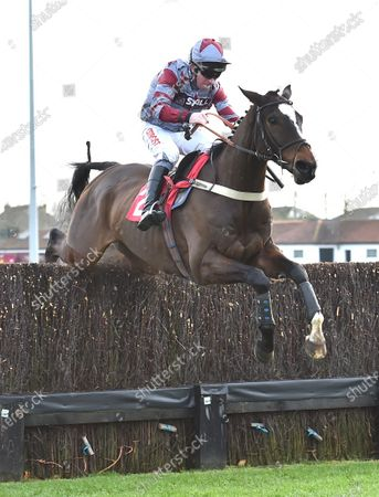 On The Slopes (Leighton Aspell) takes the last before going on to win The Racing TV Steeple Chase.