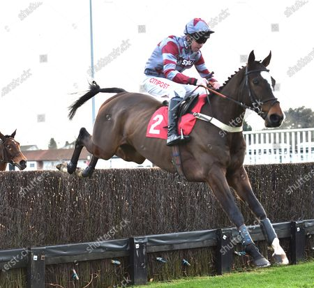 On The Slopes (Leighton Aspell) takes the last on the first circuit before going on to win The Racing TV Steeple Chase.