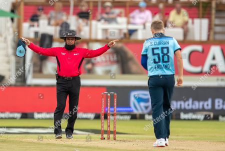 Umpire Aleem Dar of Pakistan, left, signals a wide delivery by England's bowler Sam Curran during the 2nd One Day cricket international match between South Africa and England at Kingsmead stadium in Durban, South Africa