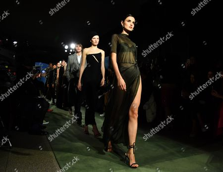 Blanca Padilla and models on the catwalk