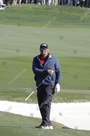 Toby Keith plays approach shot to the 18th