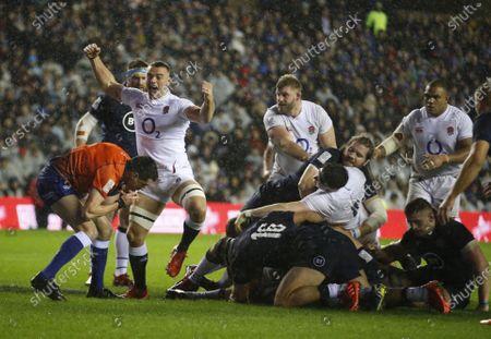 Ben Earl celebrates the england Try scored by Ellis Genge