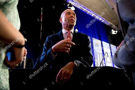 """Democratic presidential candidate former Massachusetts Gov. Deval Patrick speaks with members of the audience after speaking at """"Our Rights, Our Courts"""" forum New Hampshire Technical Institute's Concord Community College, in Concord, N.H"""
