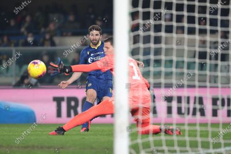 Verona's Fabio Borini scores the goal during the Italian Serie A  soccer match Hellas Verona FC vs Juventus FC at the Marcantonio Bentegodi stadium in Verona, Italy, 08 February 2020.
