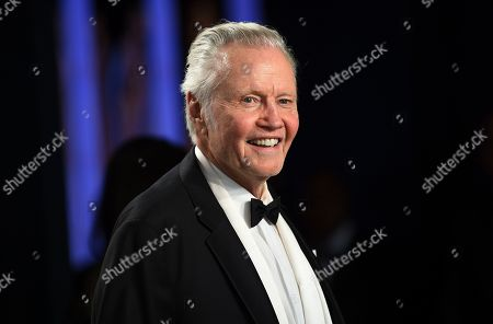 Jon Voight arrives at the Vanity Fair Oscar Party, in Beverly Hills, Calif