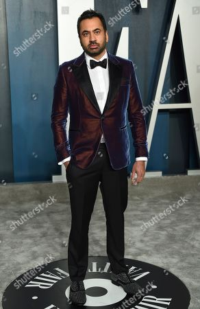 Kal Penn arrives at the Vanity Fair Oscar Party, in Beverly Hills, Calif