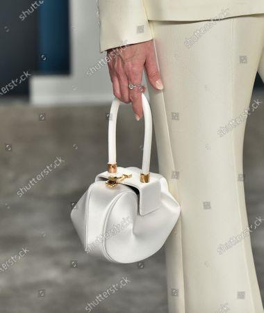 Diane Lane, bag detail